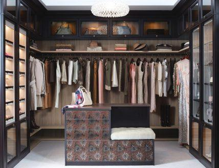 Click to view GARDE-ROBE WALK-IN LUXUEUSE